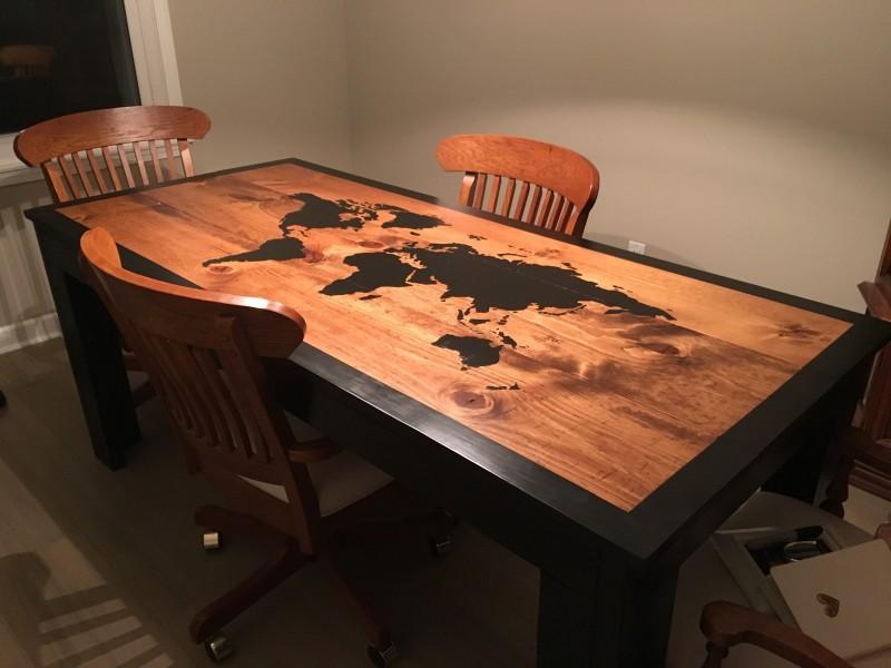 Aprenda a transformar uma mesa comum em uma verdadeira for Mesa cristal mapamundi