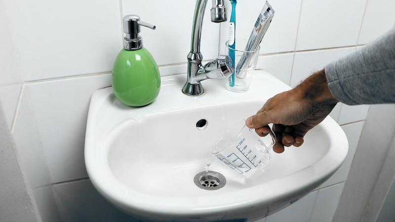 Limpe o seu encanamento sem usar produtos químicos pesados.