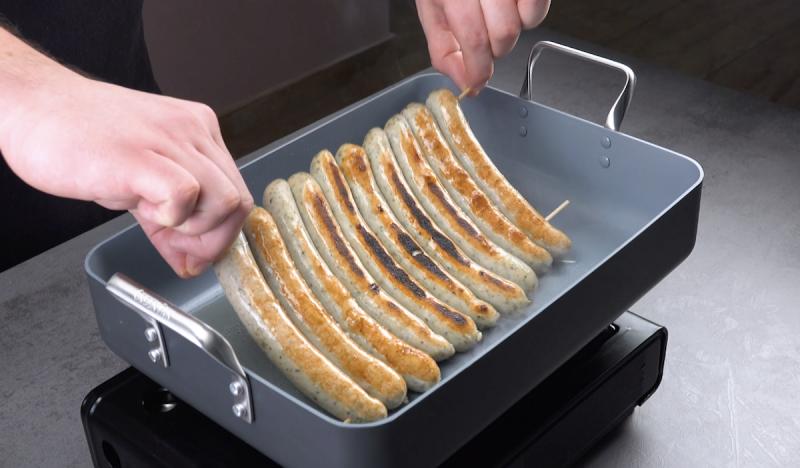 Espetos de salsichas na forma