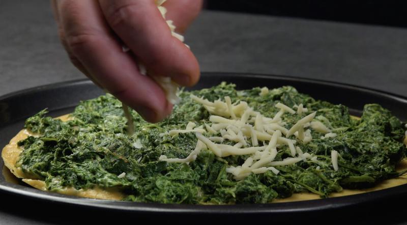 Omelete com espinafre cremoso e mussarela