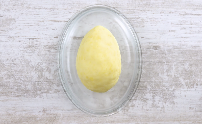 Mussarela coberta com purê na forma oval