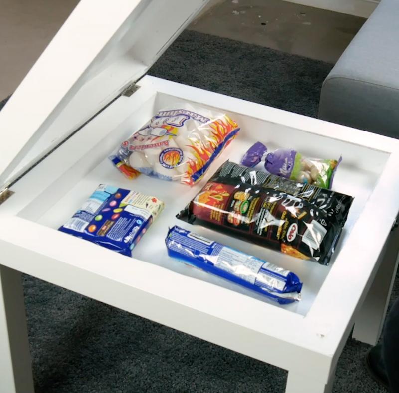Mesa com esconderijo