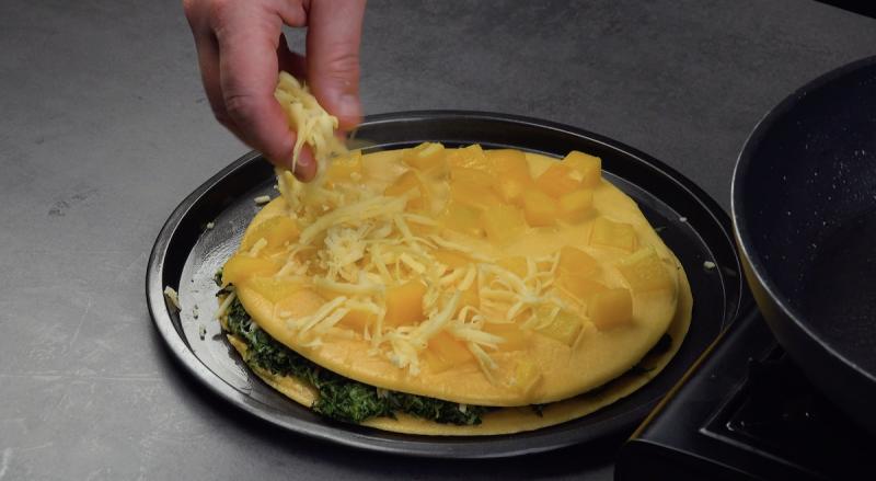 Omelete com pimentão amarelo e queijo