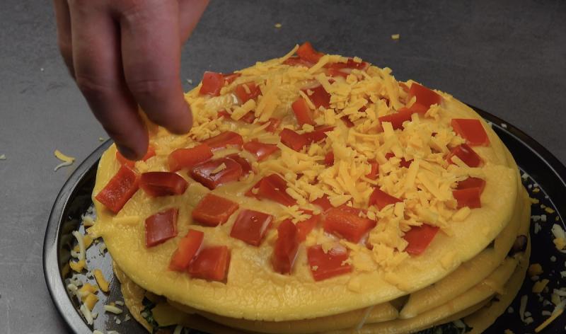 Omelete de pimentão vermelho e cheddar