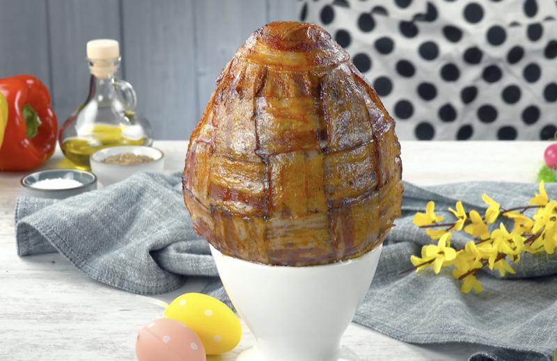 Ovo  de Páscoa salgado com 4 camadas pronto