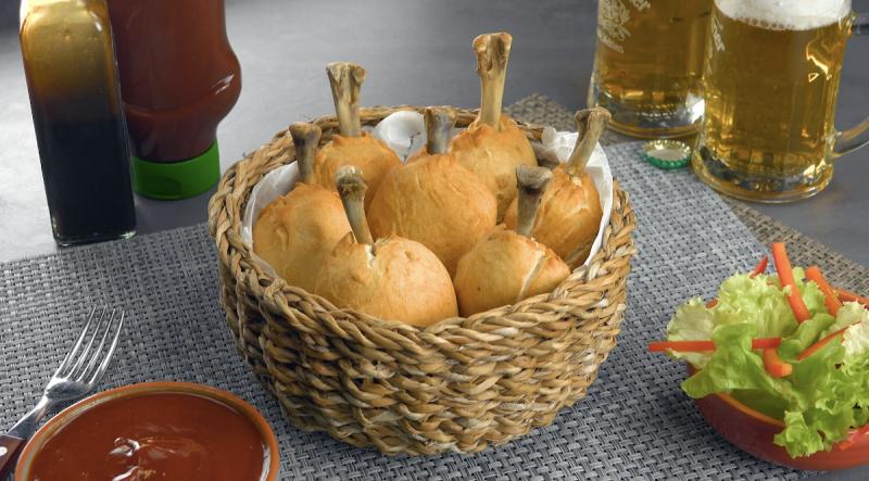 Coxinhas de frango crocantes prontas para serem degustadas