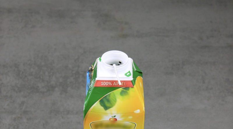 Pavio comprido em caixa de suco vazia