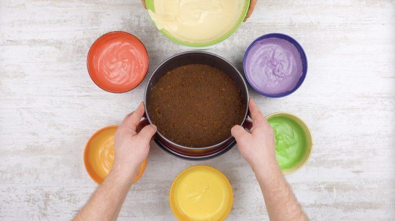 Massa de bolo tingida com diferentes purês de fruta