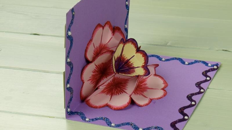 cartão postal com flor no meio