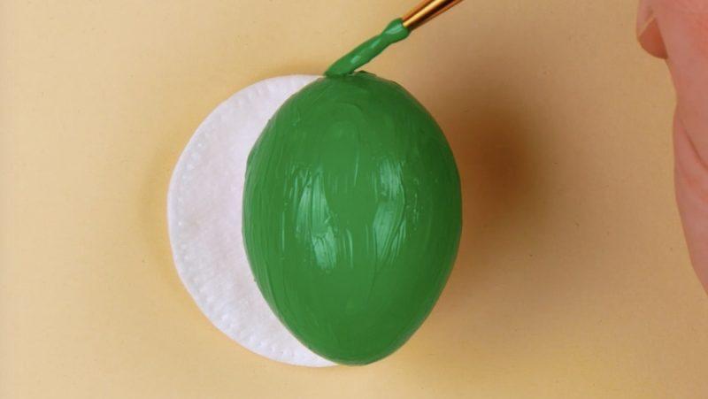 Ovo pintado de verde