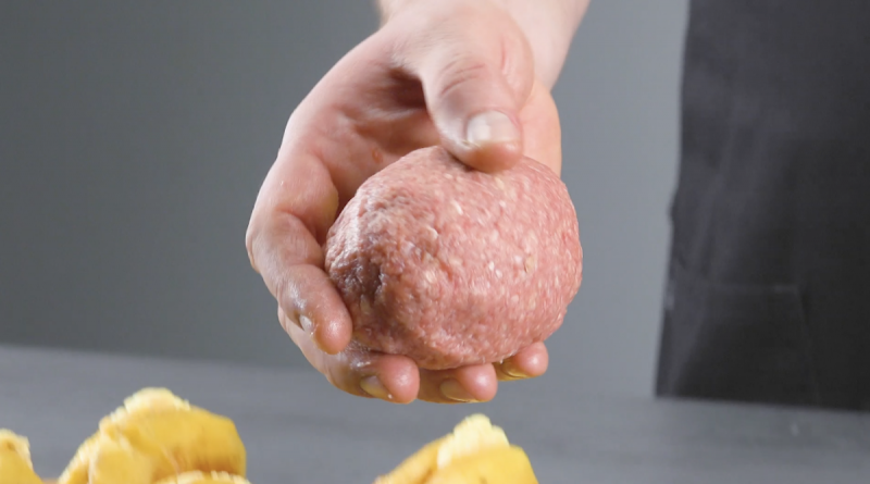 Batata envolta com carne moída