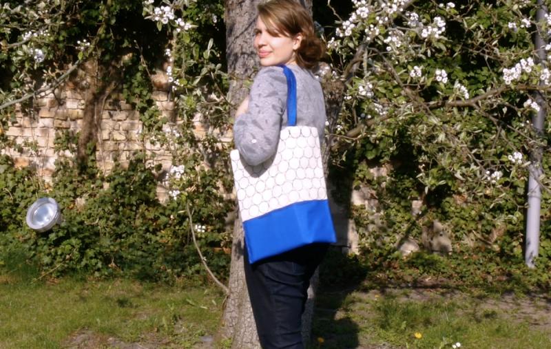 Bolsa feita com carimbos artesanais