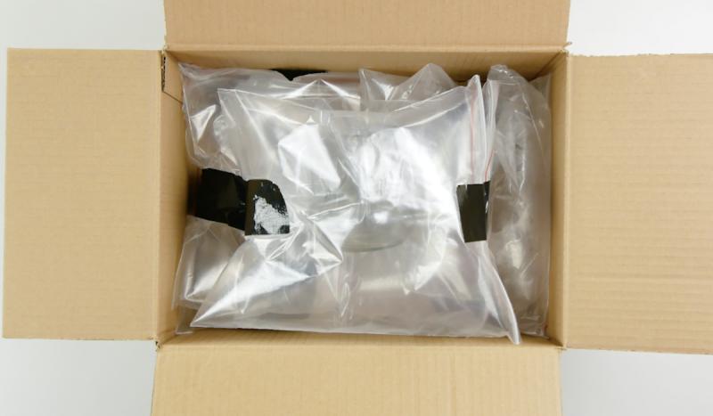 Louça protegida por sacos plásticos inflados