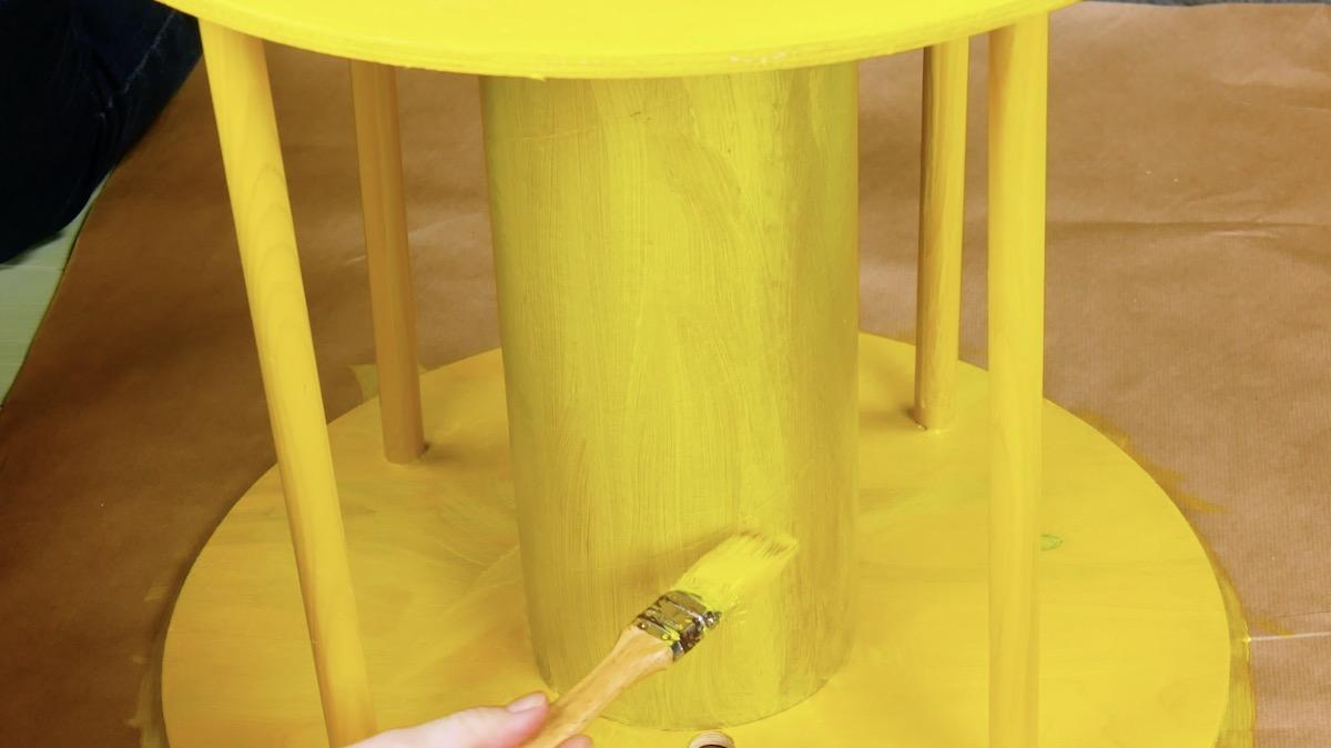 Carretel pintado com tinta de madeira