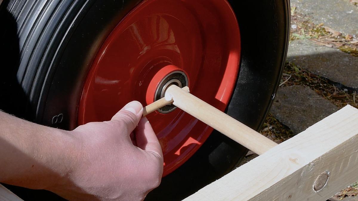 Fixe a roda com pequenas hases