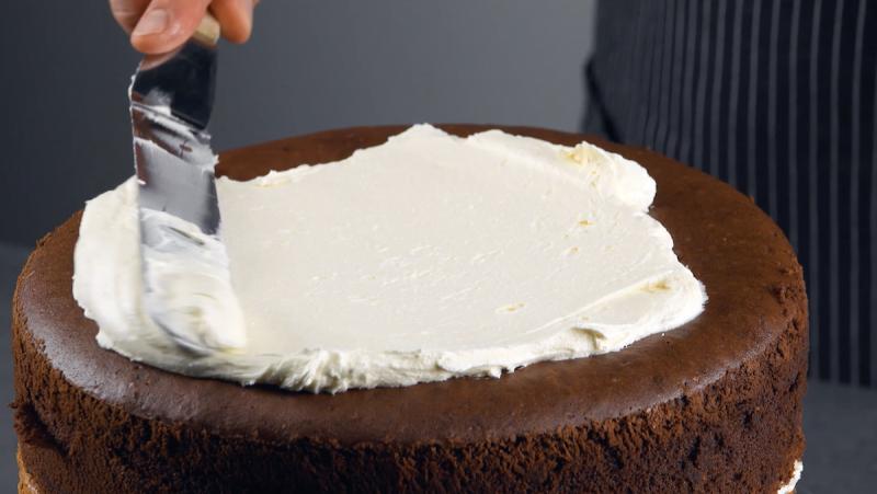 bolo de chocolate com creme amanteigado