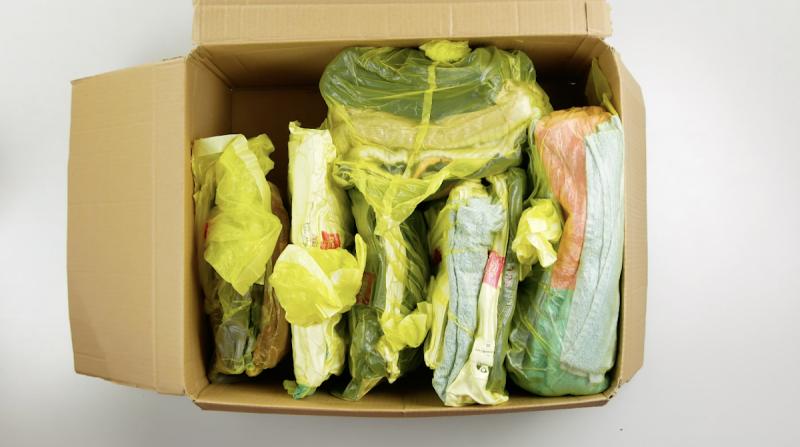 Roupas embaladas a vácuo e empacotadas
