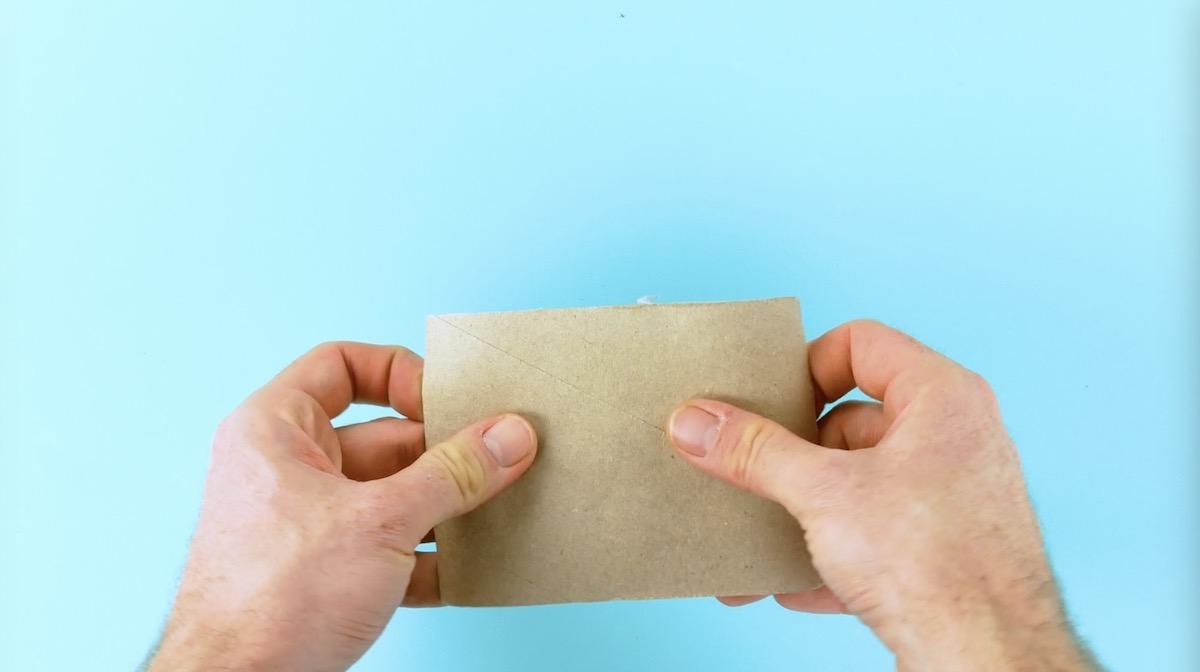 Rolo de papel higiênico aberto