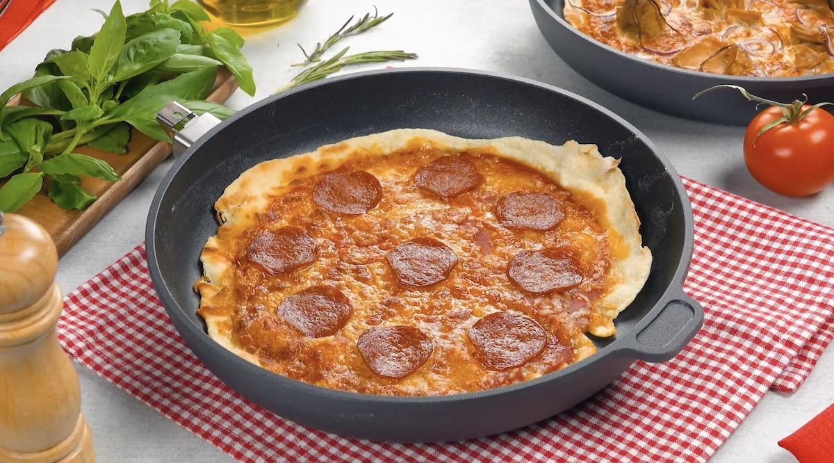 Pizza com massa simples pronta