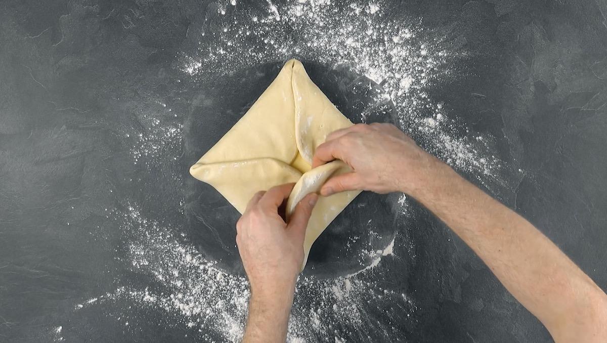Manteiga envelopada pela massa