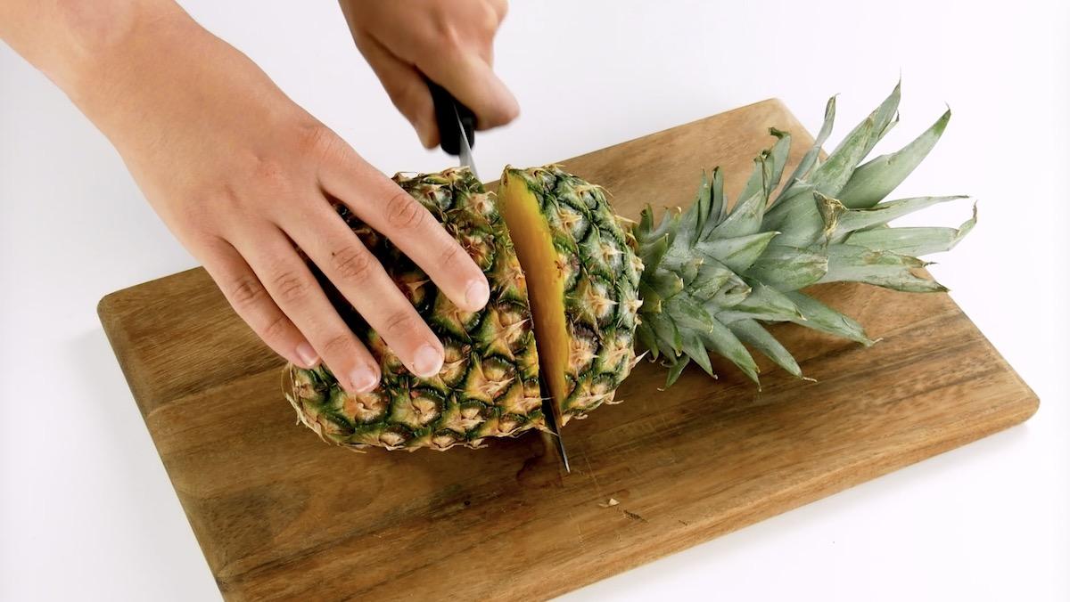 Corte o abacaxi