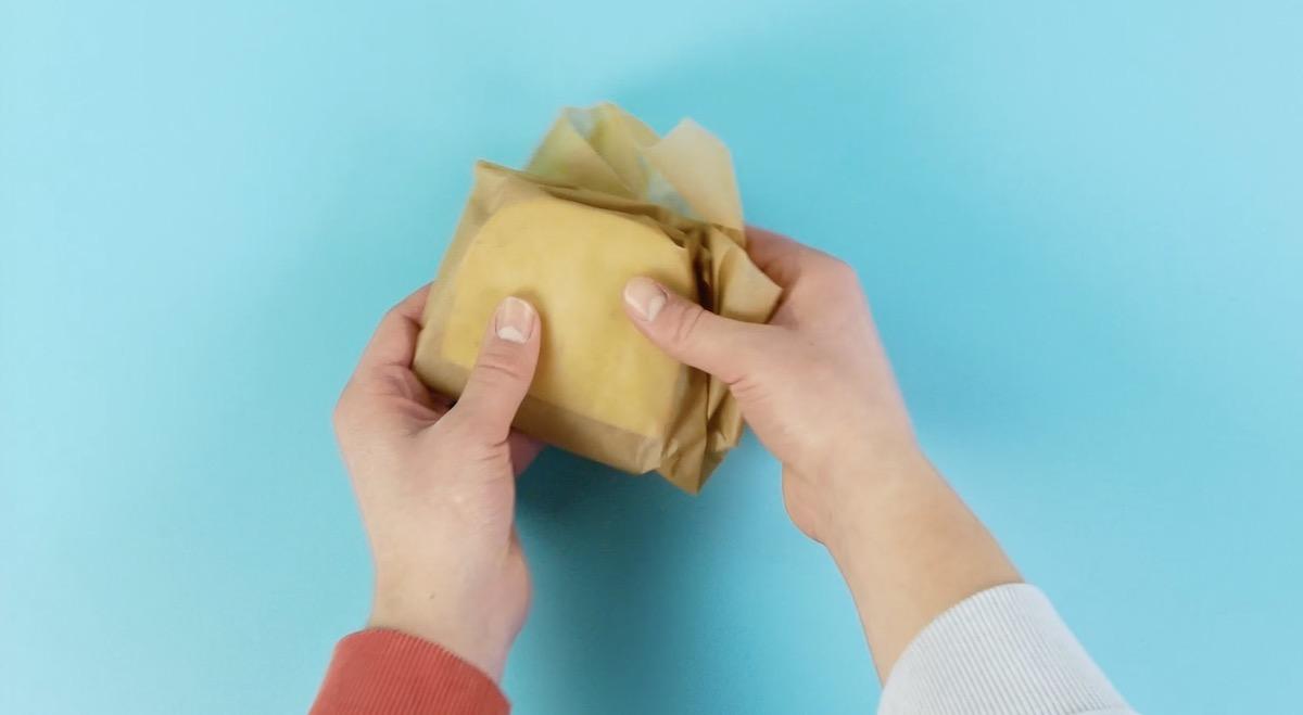 conservar queijo com papel manteiga