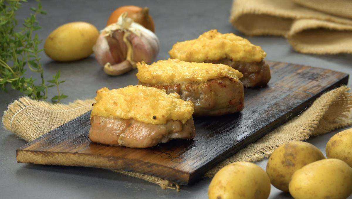 Filé de porco grelhado com cream cheese e batatas