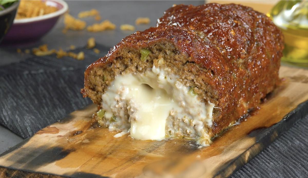 Bolo de carne com queijo e molho de whisky