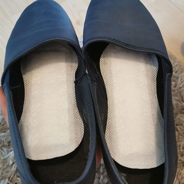 sapatos forrados com protetores de calcinha