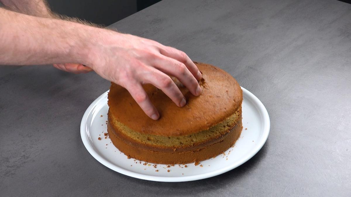 corte o topo do bolo