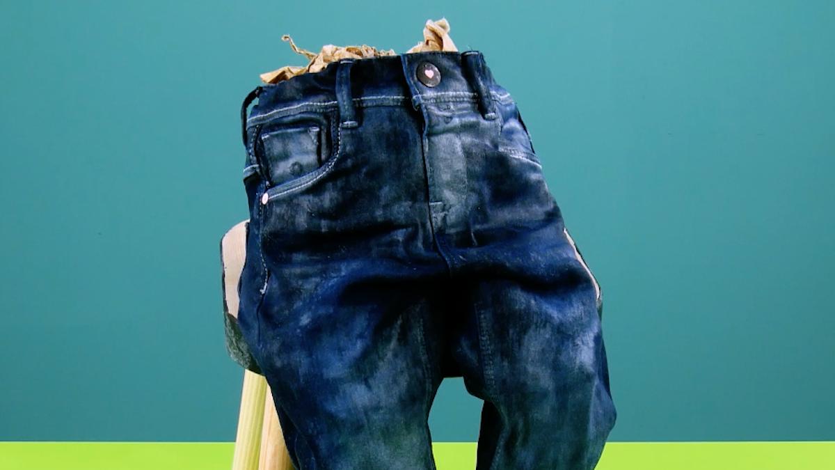Jeans com enchimento e endurecedor de tecido