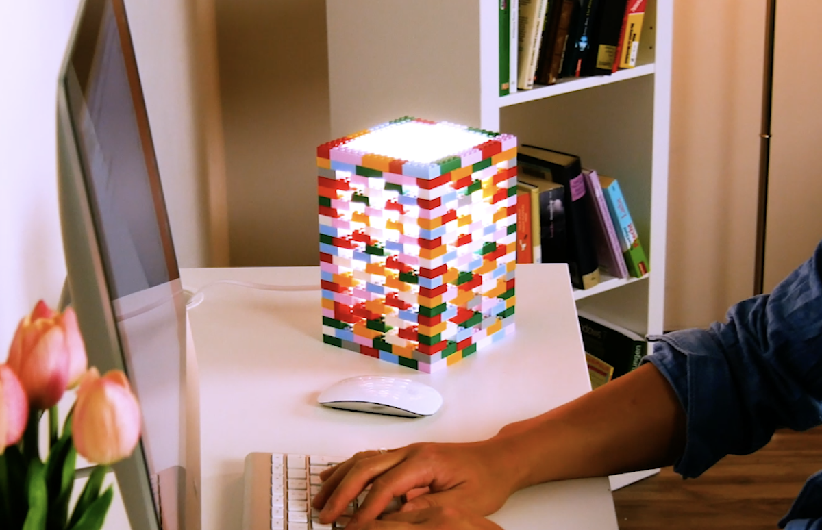 Luminária de LEGO
