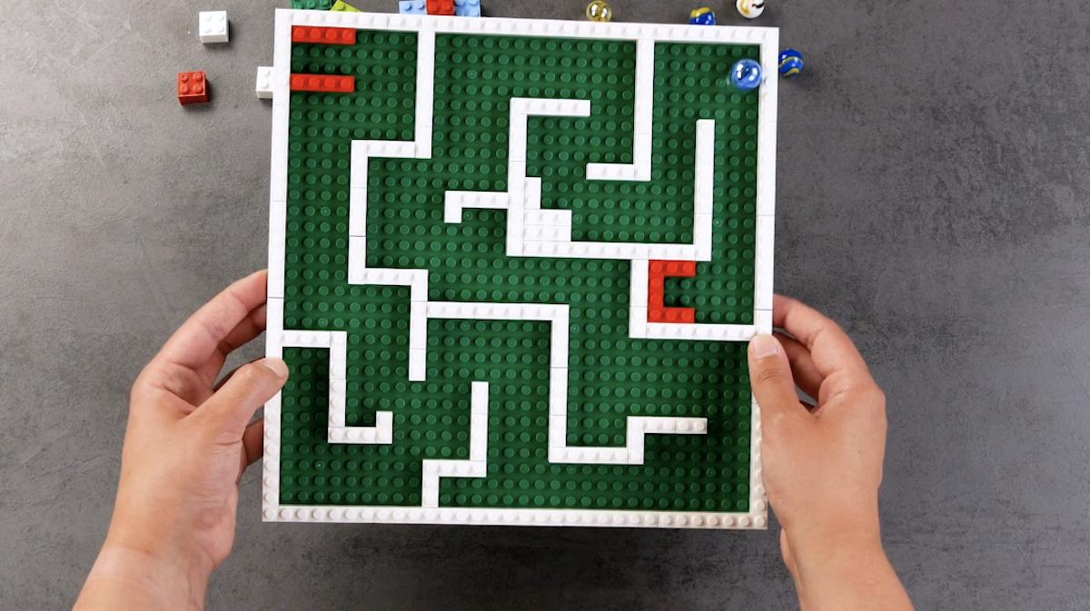 Labirinto feito com lego
