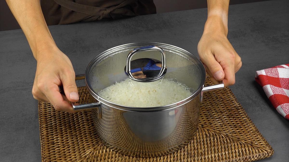 deixe o arroz descansar por 5 a 10 minutos antes de servi-lo