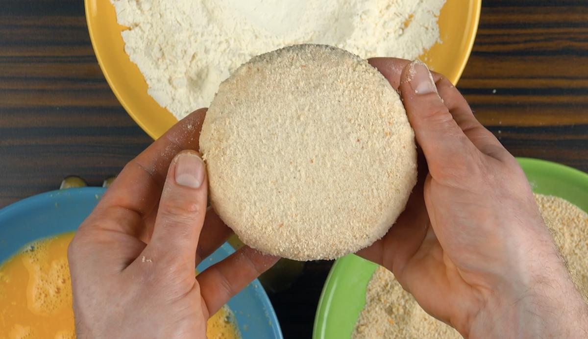empane a rodela de queijo