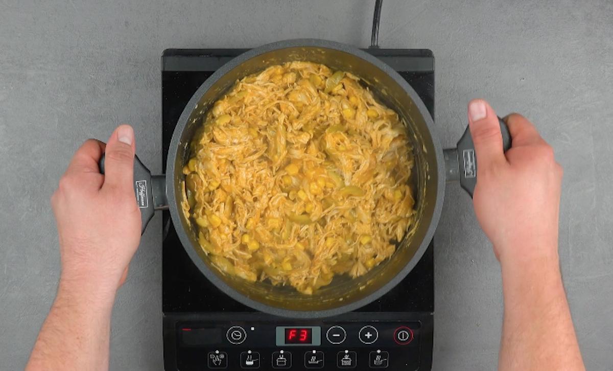 misture dos os ingredientes na panela até engrossar o caldo