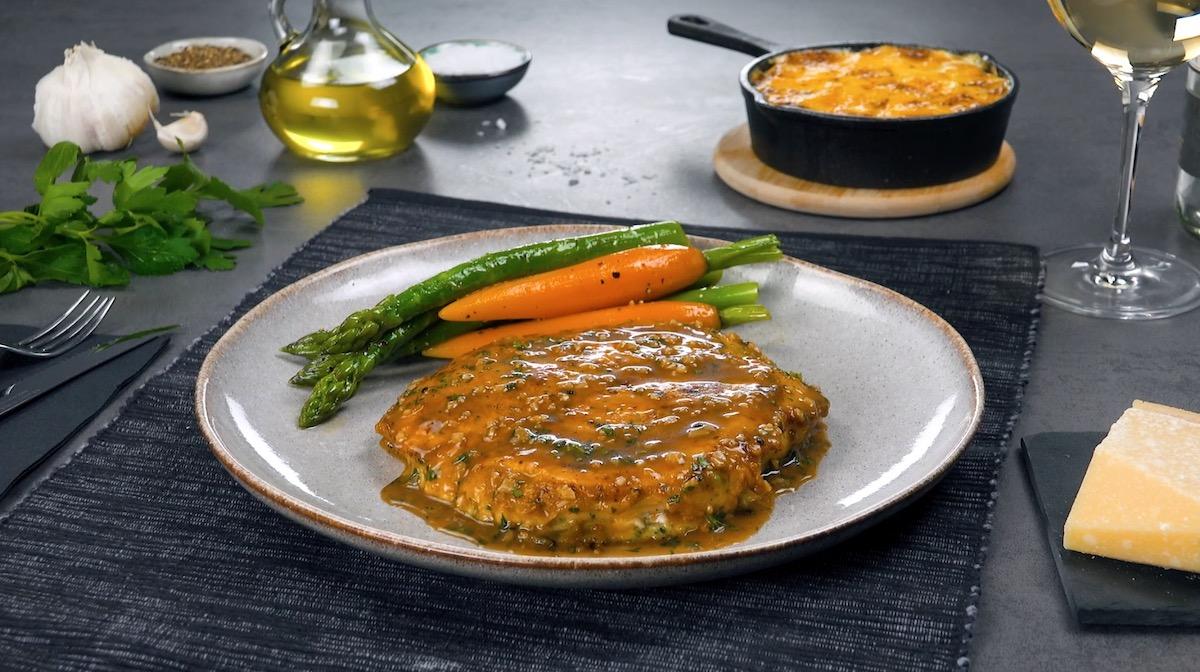Filé de peito de frango com marinada e vegetais