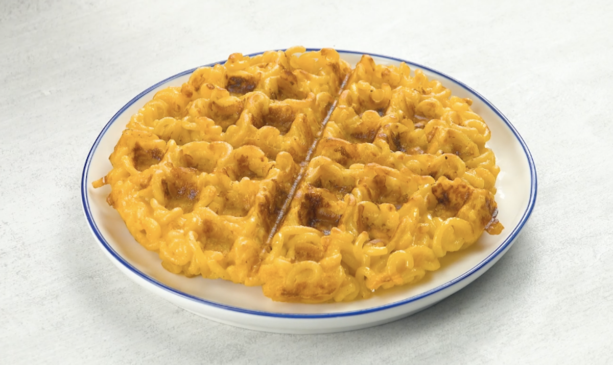 Waffle de macarrão com queijo