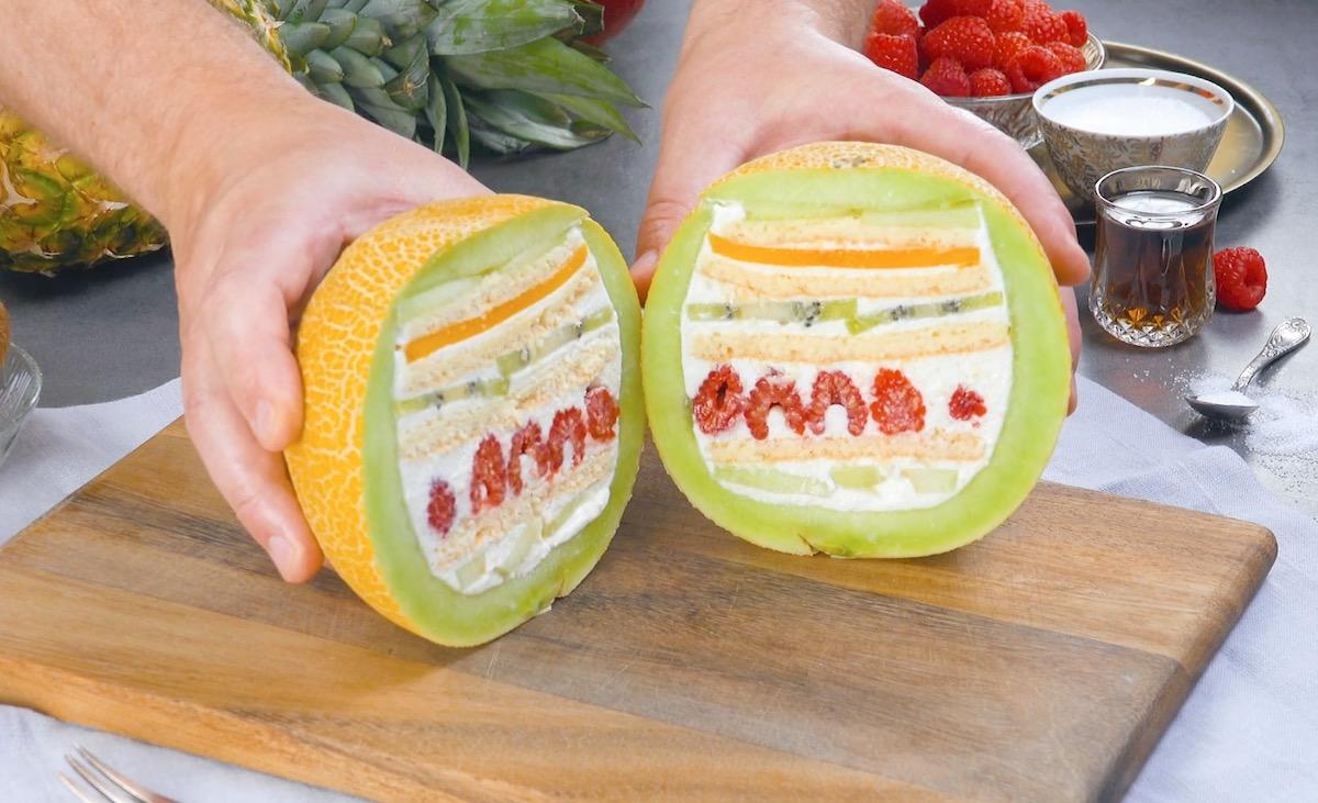 couper le melon farci à la verticale