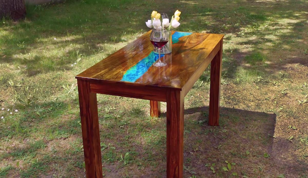 Mesa com efeito fluorescente em resina