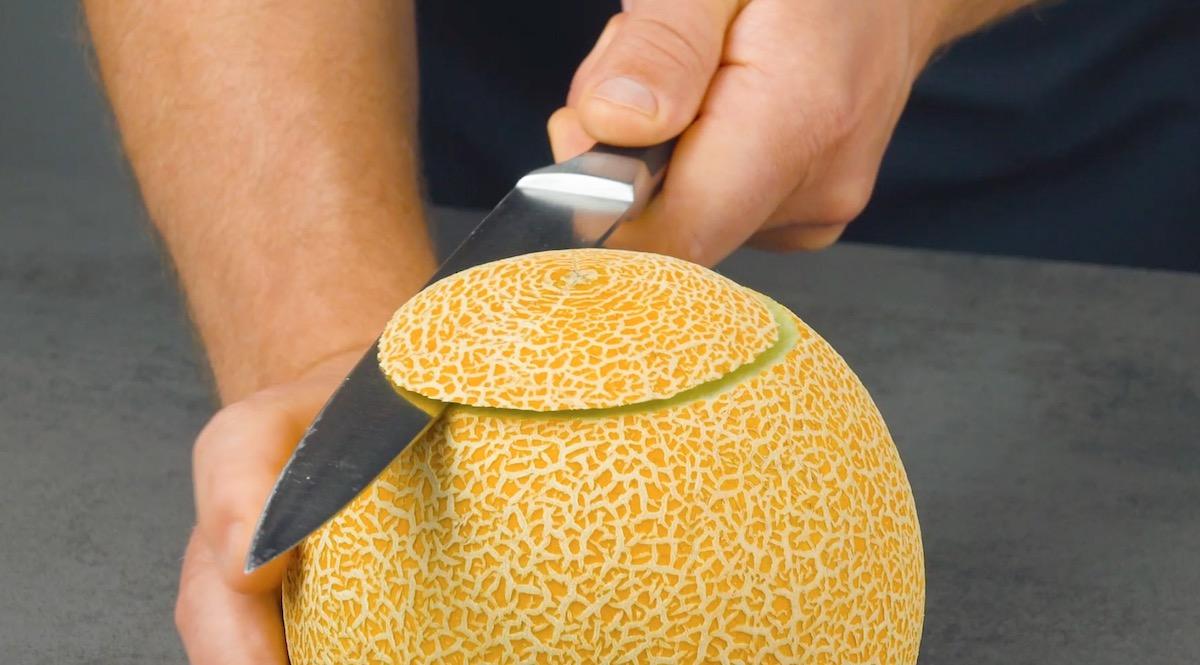 corte o tampo do melão