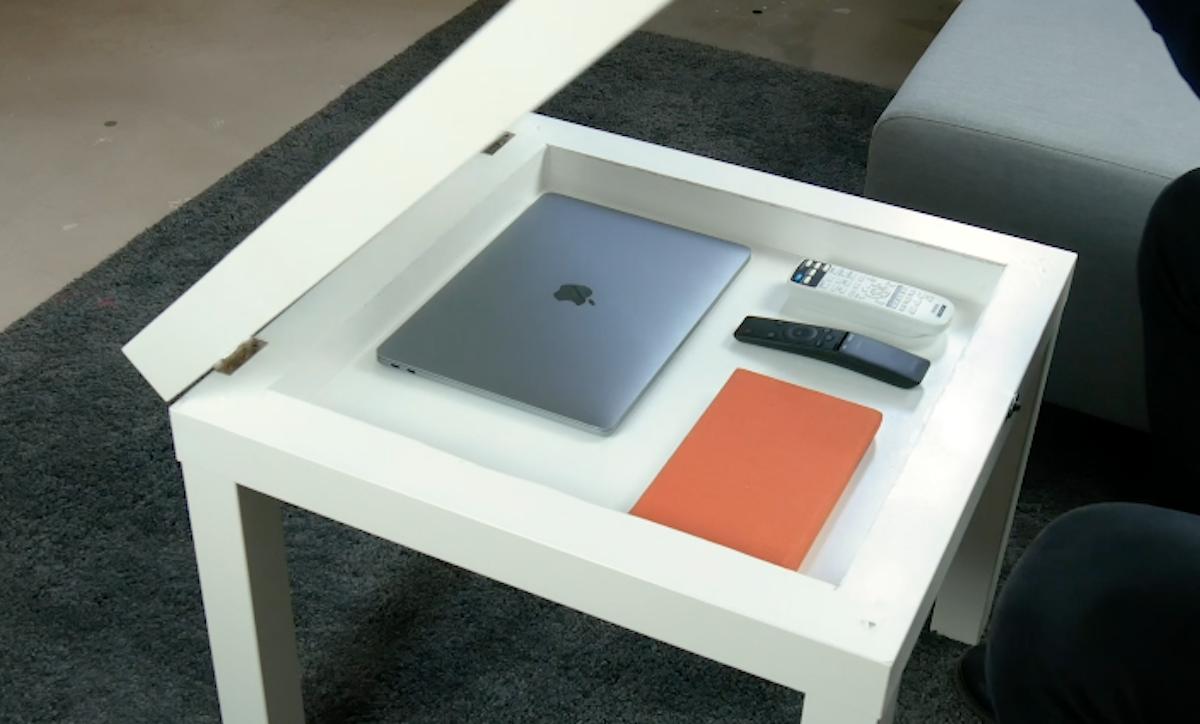 mesa com compartimento secreto
