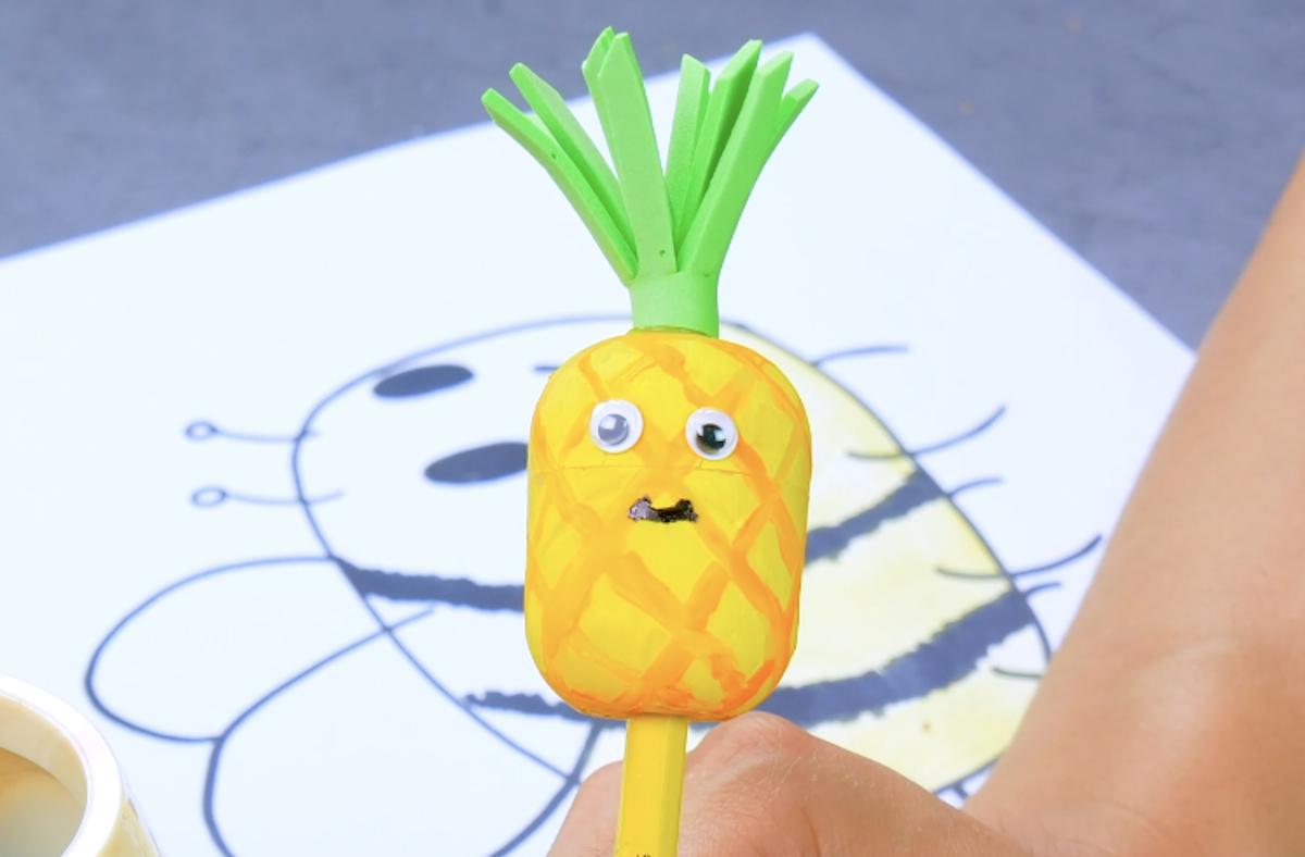 Lápis abacaxi com apontador