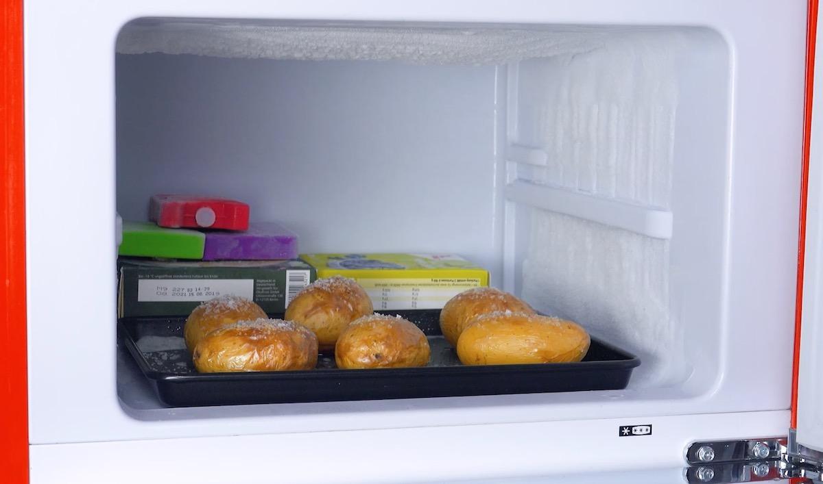 congele as batatas assadas