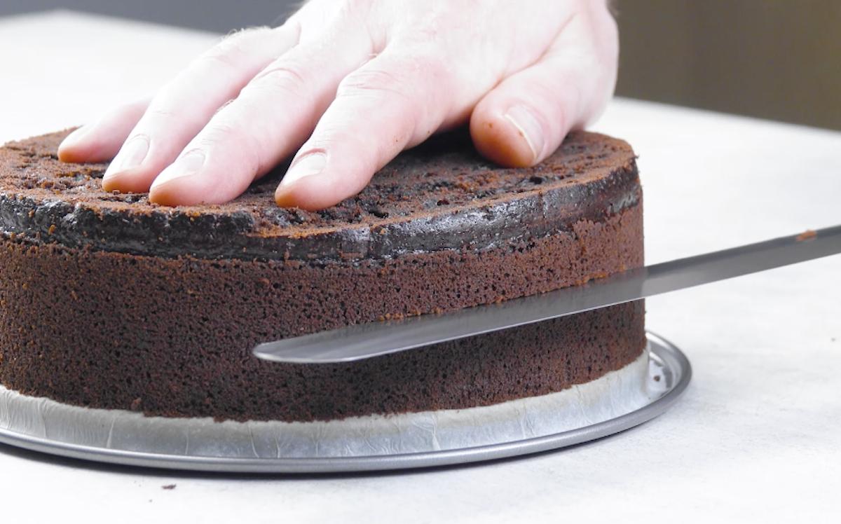 corte o bolo horizontalmente