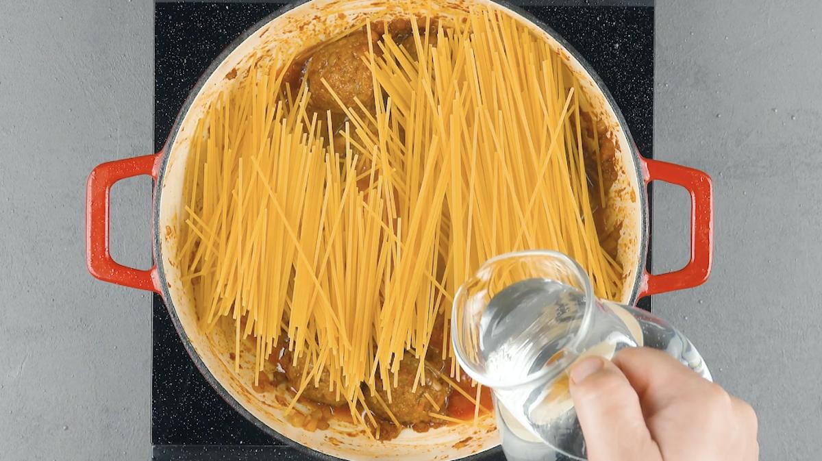 adicione o espaguete e cozinhe