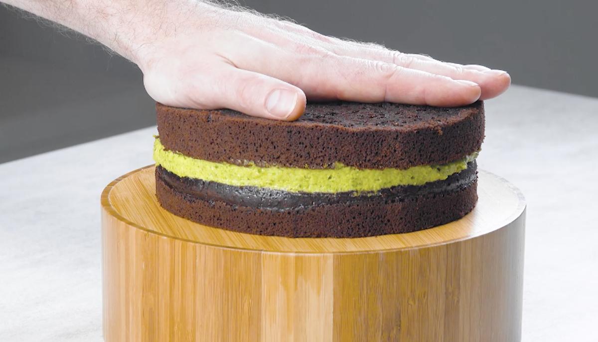 bolo de chocolate com creme de pistache