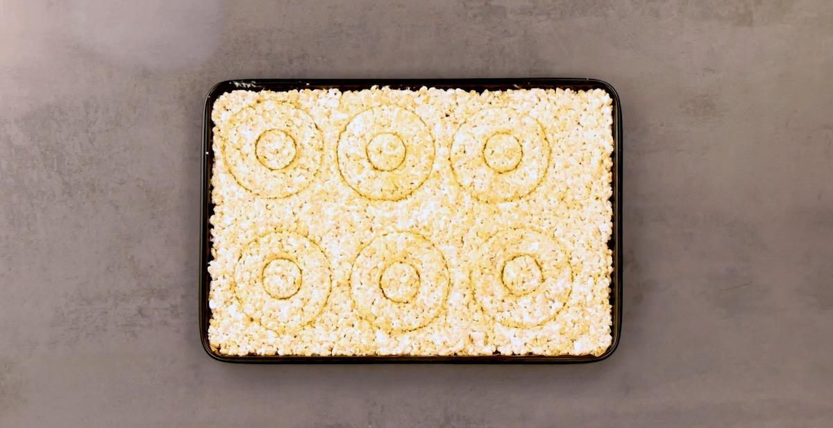 assadeira forrada com flocos de arroz