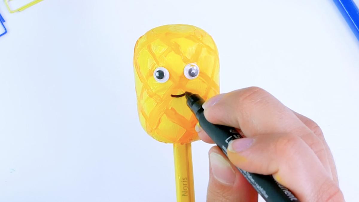 desenhe um abacaxi no ovo surpresa