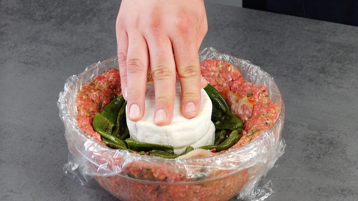 adicione os queijos camembert